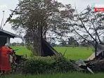 kebakaran-di-kalsel-puing-rumah-di-jalan-tatah-lanan-rt-03-desa-malintang-kabupaten-banjar-03072021.jpg