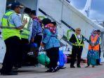 keberangkatan-jemaah-calon-haji-di-bandara-syamsudin-noor_20180806_194110.jpg