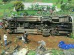 kecelakaan-di-jalur-puncak-tepatnya-di-desa-ciloto-cipanas-cianjur_20170430_163612.jpg