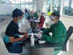 kegiatan-vaksinasi-50-calon-penumpang-di-bandar-udara-internasional-syamsudin-noor.jpg