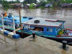 kelotok-singgah-membawa-penumpang-di-selter-sungai-lulut-banjarmasin-kalsel-23022021.jpg