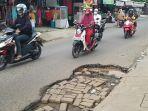 kerusakan-lubang-jalan-sekumpul-martapura-02.jpg