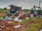 kerusakan-rumah-akibat-puting-beliung-di-desa-keramat-kecamatan-martapura-timur.jpg