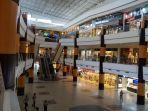 ket-foto-suasana-di-duta-mall-banjarmasin-sejumlah-tenant-tetap-beroperasi.jpg