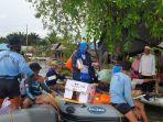 ketua-cabang-4-korcab-xiii-daerah-jalasenastri-armada-ii-distribusikan-bantuan-korban-banjir.jpg