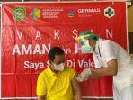 ketua-dprd-tapin-h-yamani-menerima-vaksin-moderna-dosis-pertama.jpg
