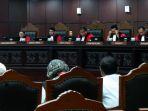 ketua-majelis-hakim-konstitusi-arief-hidayat-saat-memimpin-sidang_20170126_190931.jpg