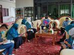 ketua-tp-pkk-kabupaten-balangan-sri-huryati-hadi-memimpin-rapat.jpg