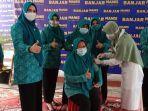 ketua-tp-pkk-kabupaten-banjar-hj-nurgita-tyas-saidi-vaksin-covid-19-di-pendopo-31032021.jpg