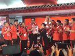 ketua-umum-pdi-p-megawati-soekarnoputri-menerima-hasil-kongres-v-pdi-p.jpg