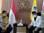 ketum-dpp-partai-golkar-airlangga-hartarto-berbincang-dengan-presiden-pks-ahmad-syaikhu-29042021.jpg