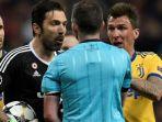 kiper-juventus-gianluigi-buffon-memprotes-wasit-michael-oliver-dalam-laga-liga-champions_20180606_061621.jpg
