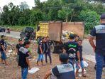 komunitas-ideb-indonesia-driver-elite-borneo-secara-sukarela-mengumpulkan-sampah.jpg