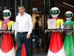 konglomerat-tiongkok-ini-membawa-8-robot-humanoid_20160421_145846.jpg