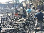 korban-kebakaran-dan-warga-membersihkan-sisa-kebakaran.jpg