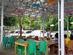 kuliner-kalsel-area-terbuka-di-rumah-makan-tepi-danau-ptpn-xiii-pelaihari-kabupaten-tala-26072021.jpg