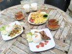 kuliner-kalsel-menu-di-kopi-mbaroh-landasan-ulin-banjarbaru-jumat-03092021.jpg