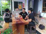 kuliner-kalsel-pengunjung-exort-kopi-di-jalan-perambaian-iii-kota-banjarbaru-03102021.jpg