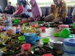 kuliner-kalsel-santap-bersama-di-rumah-makan-tepi-danau-ptpn-xiii-pelaihari-kabupaten-tala-26072021.jpg