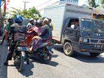 lalu-lintas-di-sungai-lulut-kabupaten-banjar_20180823_130447.jpg