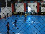latihan-futsal-berlangsung-di-upik-indoor-futsal-banjarmasin-kalsel-jumat-2662020.jpg