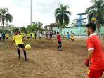 latihan-tim-sepakbola-popda-banjarmasin_20180317_192705.jpg