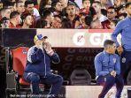 legenda-sepak-bola-argentina-yang-kini-melatih-gimnasia-la-plata-diego-maradona.jpg