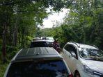 liburan-tahun-baru-2018-akses-mobil-menuju-wisata-durian-di-desa-biih-macet_20180101_164036.jpg