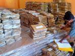 logistik-pemilu-2019-yang-ada-di-gudang-kpu-tabalong-selasa-11122018.jpg