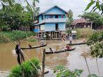 lomba-dayung-hut-ke-76-kemerdekaan-republik-indonesia-ri-di-desa-telaga-silaba.jpg