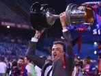 luis-enrique-mengangkat-trofi-copa-del-rey-seusai-barcelona-mengalahkan-alaves_20171118_072627.jpg