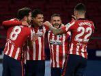 luis-suarez-kiri-tengah-merayakan-golnya-pada-laga-pekan-ke-9-liga-spanyol.jpg