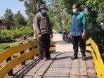 m-agung-purnomo-wakil-ketua-dprd-barito-kuala-saat-monitoring-pembangunan-jembatan.jpg