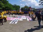 mahasiswa-bem-seka-di-lapangan-taman-kamboja-banjarmasin-demo-pelemahan-kpk-21062021.jpg