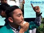 mahasiswa-demo-miss-indonesia_20160301_232402.jpg