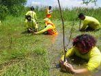 mahasiswa-dosen-prodi-biologi-fmipa-ulm-bersama-mitra-tanam-mangrove-rambai-di-pulau-curiak.jpg