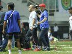 manager-tim-madura-united-haruna-soemitro_20171109_140719.jpg