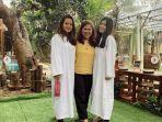 marsha-aruan-kiri-ibunya-dan-saudarinya-saat-akan-menjalani-proses-pembaptisan.jpg