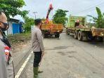 masang-pelat-baja-oprit-jembatan-mataraman-kabupaten-banjar-kalsel-14012021-1234.jpg