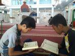 masjid-at-tanwir-yang-berlokasi-di-jalan-sultan-adam.jpg