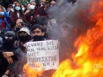 massa-yang-terdiri-dari-mahasiswa-dan-anak-muda-melakukan-unjuk-rasa-di-depan-gedung-dprd.jpg