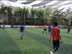masyarakat-main-sepak-bola-di-upik-mini-soccer-banjarmasin-rabu-21072021.jpg
