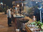 menikmati-makan-malam-dengan-menu-seafood-di-grand-dafam-q-hotel-kota-banjarbaru-kalsel.jpg