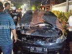 mobil-nissanda-7668-ta-terbakar-di-jalan-kampung-gadang-banjarmasin-selasa-290262021.jpg