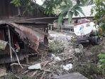mobil-truk-tangki-tabrak-rumah-di-desa-tatakan-kecamatan-tapin-selatan.jpg