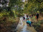 muda-mudi-ldii-kompak-mencari-ikan-di-sungai.jpg