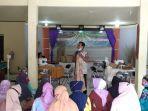 muhammad-arifin-beri-pelatihan-inovasi-pembuatan-tas-purun-di-kelurahan-palm.jpg