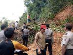 musibah-longsor-dan-pohon-tumbang-juga-menimpa-kecamatan-tebing-tinggi_20171211_201724.jpg