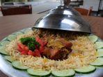 nasi-mandhi-dengan-lauk-daging-kambing-muda-oven.jpg
