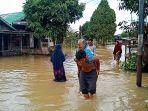 nenek-renta-diungsikan-ke-madrasah-karena-rumah-terendam.jpg
